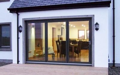 Bi_fold_doors_using_the_SFK82_aluminium_and_timber_folding_door_system